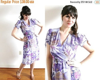 ON SALE 1970s Dress / 70s Floral Dress / 1970s Purple Dress
