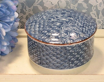 Fitz and Floyd Cloisonne Blue and White Japanese Pattern Round Dresser or Trinket Box, 1978 Original Label, Vintage Porcelain, Mid Century
