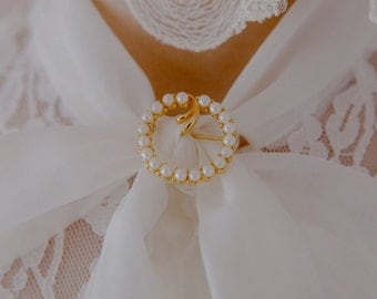 Vintage Gold Pearl Circle brooch