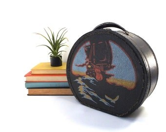 vintage 40s round traincase black faux leather pirate ship boat sailing water ocean storage case tin handle luggage old antique small age