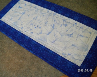 Blue Snowflake Frosty Poinsettia Christmas 12  X 25   Table Runner Topper
