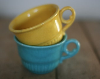 vintage coffee cups yellow and tuquoise