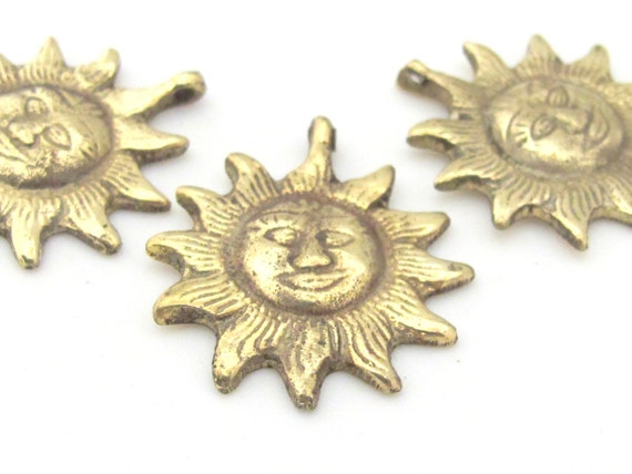 1 Pendant  - Small Medium size solid brass Sun face Pendant from Nepal - CP117
