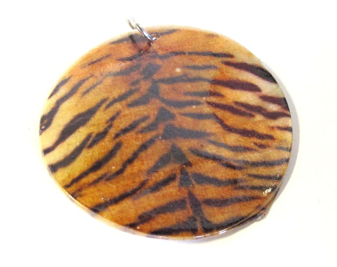 1 Pendant - Exotic Tiger print natural shell pendant - MG025B