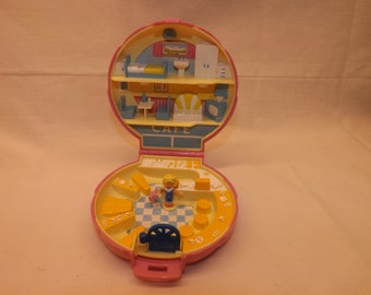 1989 Vintage Polly Pocket Polly's Cafe Bluebird Toys