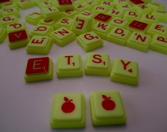 yellow plastic Scrabble Apple letter tiles - 100 pieces - game-letters-tiles-alphabet-words-assemblage-anagram