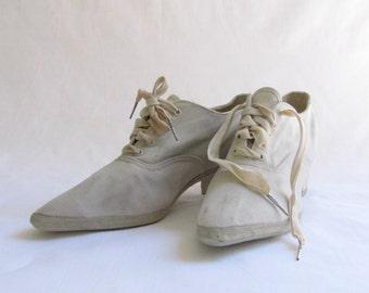 Antique 1920s White Canvas Sport Leisure Shoes