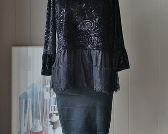 ON SALE Black stretch velvet leaf pattern blouse with lace hem bell sleeves round neckline pullover style  size large
