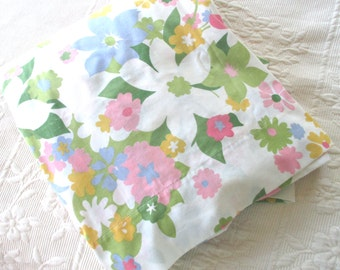 Vintage Full Size Flat Sheet, Cannon Monticello, Floral, Double Bed, No-iron Muslin, Mod,