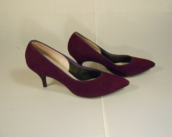 The Royal Party Arrives -  Vintage 1950s Dark Purple Plum Suede Pumps Heels - 8