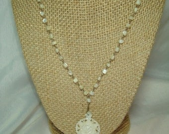 1970s Mother of Pearl Beaded Necklace and Flower Pendant.