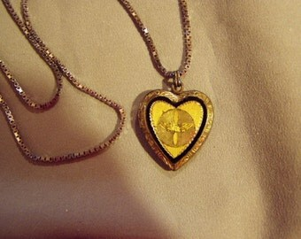 Vintage 1940s Sweetheart Jewelry Locket Pendant Necklace WW2 Heart 8275