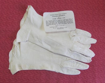 Vintage Ladies White Doeskin Leather Gloves Size 6.5 With Tag