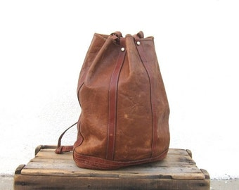 15% Off Out Of Town SALE 70s Drawstring Backpack Tan and Brown Leather Knapsack