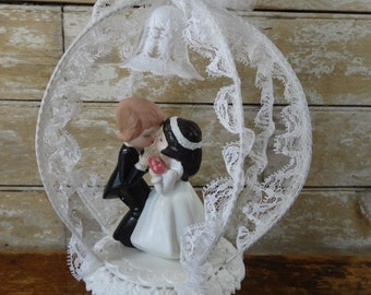 Vintage Wedding Bride and Groom Cake Topper Lovely Shabby Chic Piece 1970s