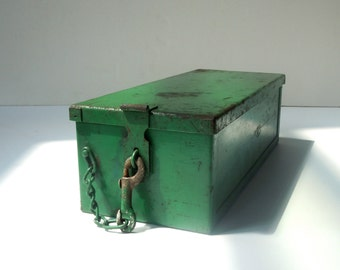 Vintage Industrial Metal Box with Lid and Latch / Bright Green / Vintage Tool Tote / Supplies Storage / Tool Storage /Heavy Duty Metal Box