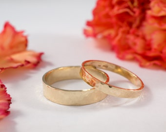 Yellow Gold Wedding Bands: A Set of his and hers 18k Yellow Gold wedding rings