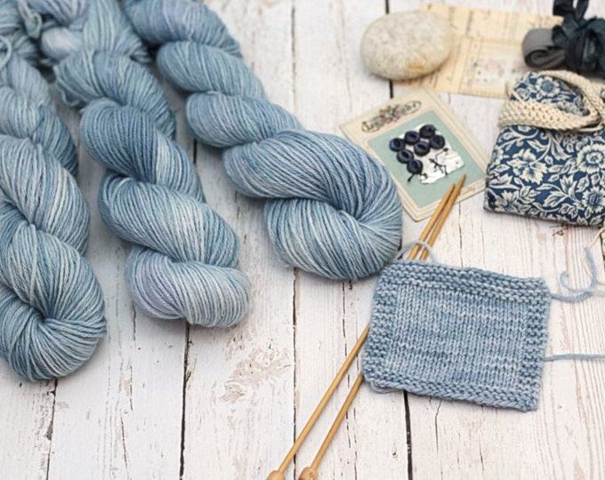"Hand Dyed yarn ""Minnie"" 100% cashmere fingering ""Cirrus Clouds"""