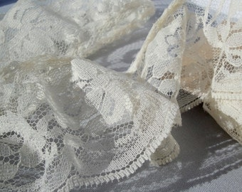 Gathered Vintage Ivory Lace Trim
