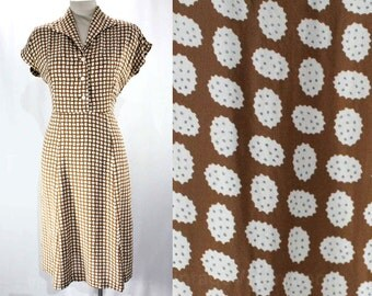 Size 12 1940s Dress - Large Toffee Brown & White Rayon Novelty Print - Authentic 40s Amoeba Print - White Weave Buttons -  Waist 33 - 47194