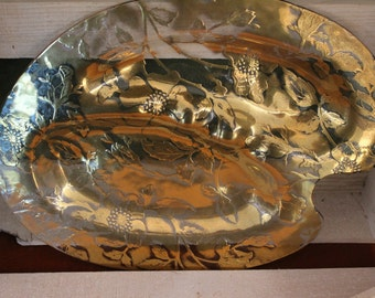 Artist palette shaped serving plate
