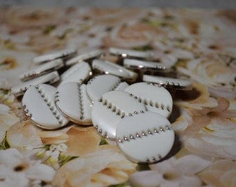 15 Vintage White With Gold Accent Plastic Round Seven Eights Inch 22mm Buttons Classic Design