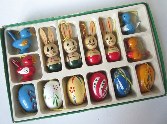 14 Wooden German Easter Ornaments in Box, Vintage Set 70s Germany