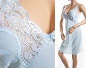Beautiful plus size 1980's vintage slip. Pretty silky soft shiny aqua nylon and delicate inset lace detail full slip petticoat - PL1150
