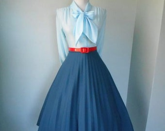 SALE VINTAGE 1960s 1980s Womens BLUE Accordion Style Pleated Full Skirt