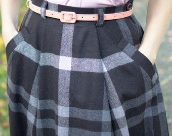 50s reproduction wool skirt with pockets and pleats, size US 6, W29, brown plaid wool with grey and beige
