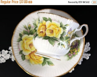 Queens Vintage Teacup, Tea Cup and Saucer, English Bone China, Yellow Roses 13188
