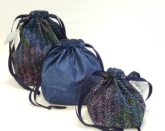 Square bottom drawstring bags in Knit Purl in three sizes - Reversible
