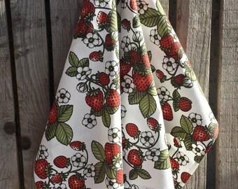 Strawberry print tea towel, cotton tea towel, kitchen towel,wild berries towel,  bright towel, practical towel, red white, leafs towel