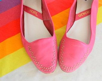 Vintage PINK LEATHER Flats....size 9 womens...pink leather. colorful flats. vintage fashion. 1980s flats. bright. boho. urban. designer
