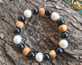 Freshwater Pearl,  Onyx gemstone and olive wood braclet
