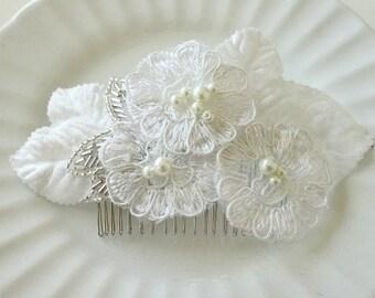 White Alencon Lace Bridal Comb, White Wedding Headpiece, White Lace Hair Comb, Wedding Hair comb, Bridal Comb, Crystal Pearl Bridal Comb