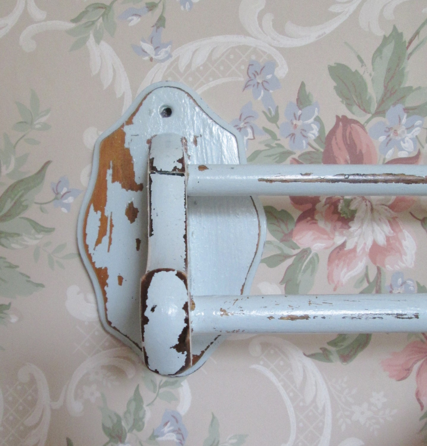 Shabby chic bath towel rack vintage towel rack cottage for Shabby chic towel stand