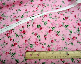 Bouquet Color Story Small Roses Pink premium cotton fabric from Quilt Gate Rose Collection qgRU2250-14C