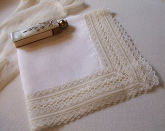 Handkerchief Lace Hanky Bridal Wedding June Bride Pale Yellow