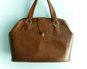 Vintage brown leather purse handbag doctors bag / big large / dark brown leather / distressed / antique / 40s 50s