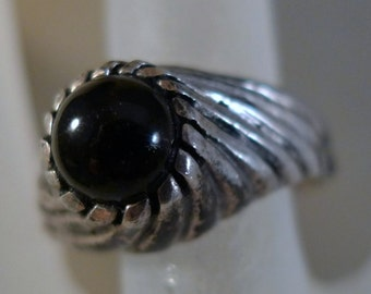 Size 7.5 Ring : sterling 925 silver Sarah Coventry Onyx - Great Setting  (9901)