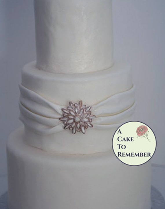 how to make a bling wedding cake stand cake bling decorations for a diy wedding cake edible brooch 15792