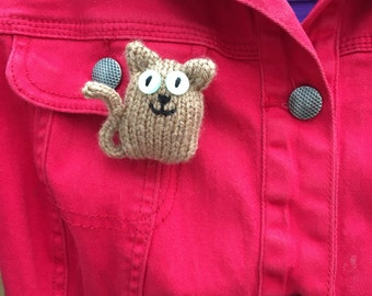 Brown Cat knitted brooch.