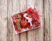 Valentine's Day Cookies - Boy Girl Sweetheart Box of Chocolate Cookies -Kissing Boy and Girl - 3 Piece Cookie Set - Gift Box