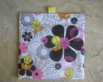 Tweety Bird Reusable Sandwich Bag, Reusable Snack Bag, Washable Treat Bag with easy open tabs