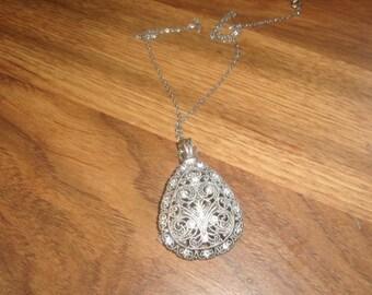 vintage necklace silvertone chain pendant rhinestones