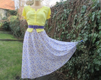 Full Skirt / Skirt Vintage /  EUR 42 / UK14 / Elastic Waist / Full Skirt Floral