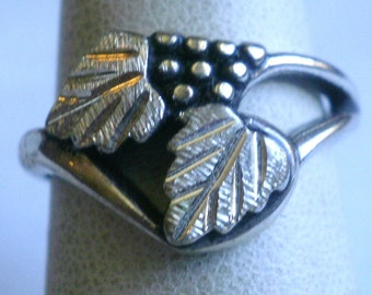 Sterling Silver Ring With Grape And Leaf Design-Size 6 1/2