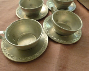 Vintage metal dish set tea set dishes in aluminum for dolls and little girls 15 pieces