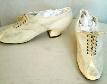 Edwardian Shoes 1910's Vintage Shoes White Suede Lace Up Louis Heel
